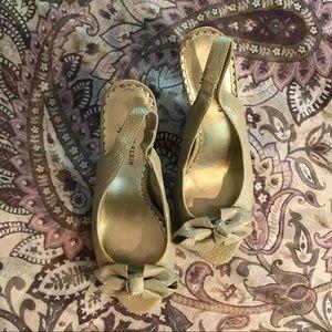 Pretty peep toe Anne Klein heels
